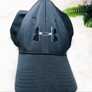 Undee armour cap black dry fit